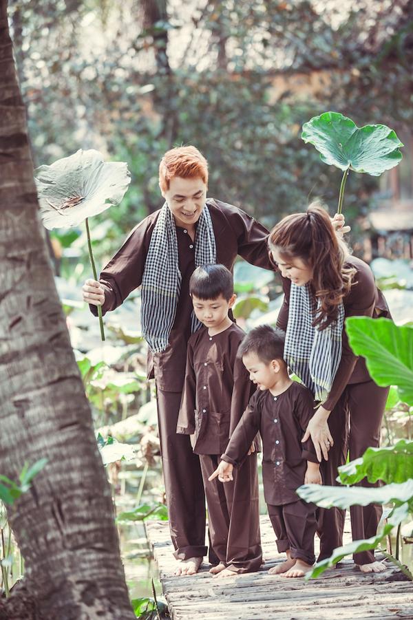 Vợ chồng Đăng Khôi đưa hai con về miền Tây tập làm nông dân - 3