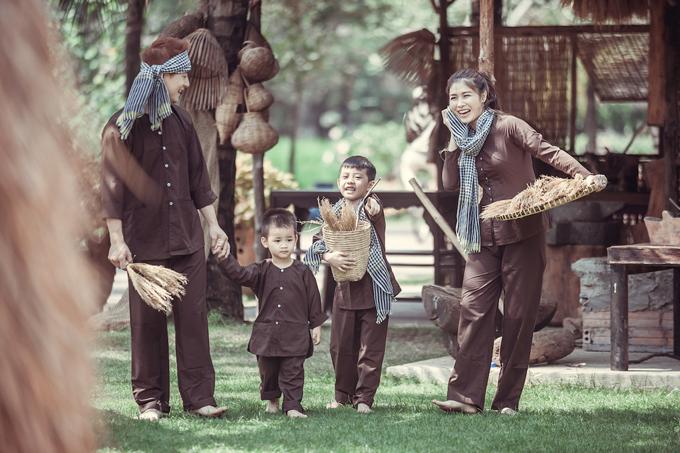 Vợ chồng Đăng Khôi đưa hai con về miền Tây tập làm nông dân - 5