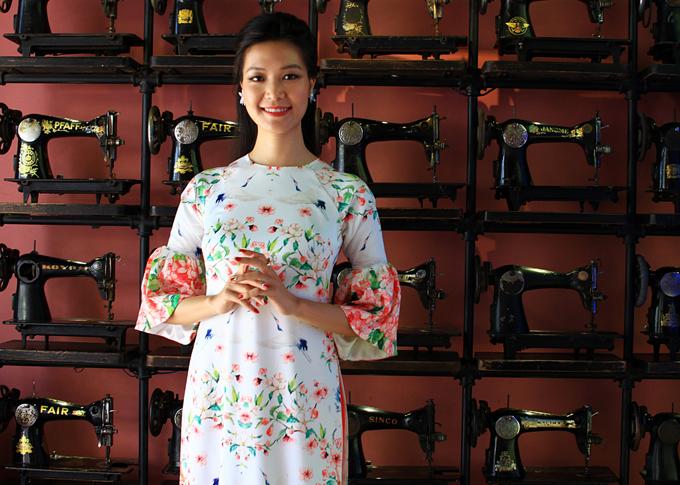 Hoa hậu Việt Nam 2008 Thùy Dung dịu dàng trong mộtthiết kế cách điệu,dự Lễ hội áo dài 2018.