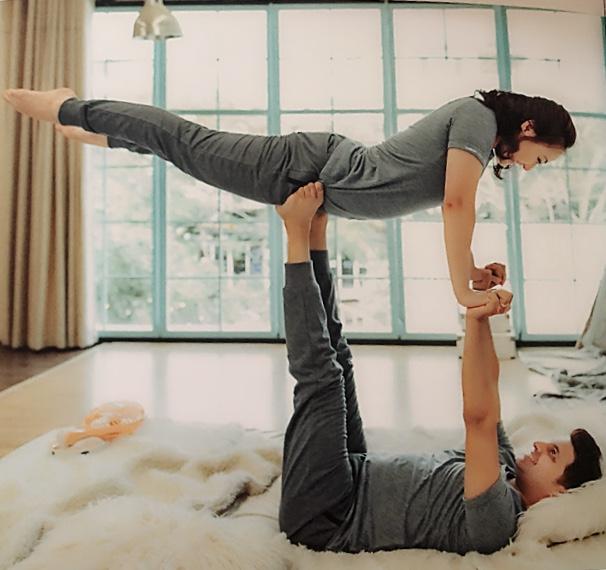 Ông xã vừa là chồng vừa là bạn của Ngọc Xuân. Họ có chung sở thích tập yoga nên cũng tranh thủ thực hiện bộ ảnh mang đậm chất của bộ môn này đểlàm kỷ niệm trước khi cưới.