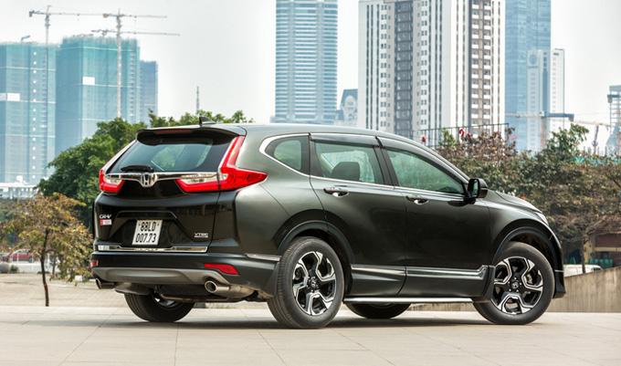 Honda CR-V: Nâng cấp với thiết kế 7 chỗ hoàn toàn mới và động cơ tăng áp hoàn toàn mới, cùng những công nghệ tiên tiến hàng đầu, Honda CR-V thế hệ thứ 5 tạo nên một chuẩn mực mới trong phân khúc SUV về các giá trị Mạnh mẽ - Tiện nghi - Cao cấp. Nhờ đó, Honda CR-V đạt doanh số ấn tượng với 737 xe chỉ ngay trong tháng bán hàng đầu tiên, trở thành 1 trong 10 mẫu xe có doanh số cao nhất trong tháng 01/2018. Với mức giá bán lẻ đề xuất hấp dẫn mới chỉ từ 958.000.000 đồng, CR-V tự tin sẽ đón nhận được sự quan tâm đông đảo của khách hàng.