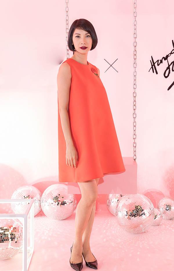 Siêu mẫu Xuân Lan diện váy đỏ rực rỡ và hợp phong cách ngày hè.