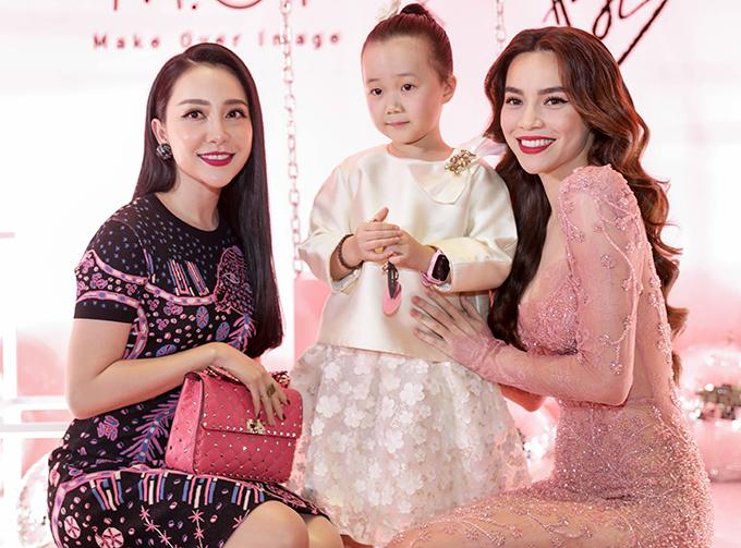 Diễn viên múa Linh Nga dẫn theo con gái khi góp mặt tại chương trình thu thú sự quan tâm của phái đẹp.