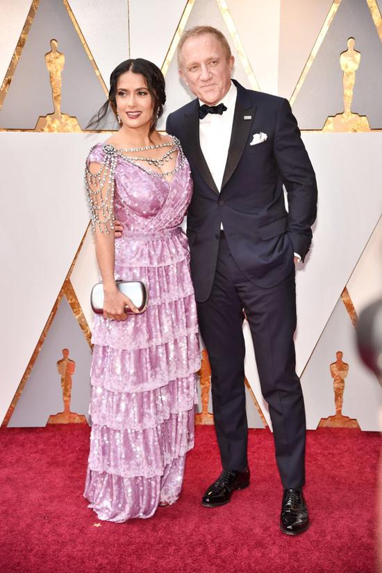 Salma Hayek được chồng - tỷ phú người Pháp, Francois-Henri Pinault, tháp tùng tới lễ trao giải.