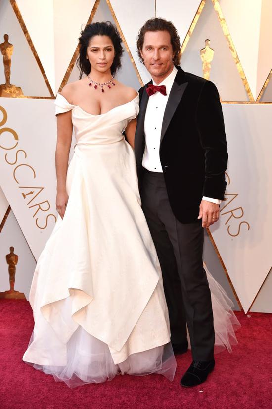 Tài tử Matthew McConaughey sánh đôi bên người vợ xinh đẹp - cựu người mẫu Camila Alves.