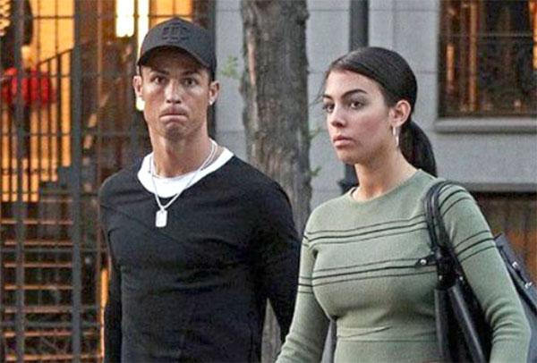 Bạn gái học kế toán, sắp quản lý tiền cho C. Ronaldo