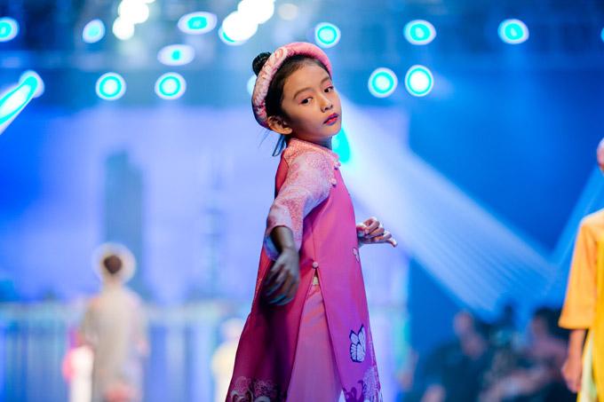 Hoa hậu Ngọc Diễm cho biết, Chiko học trường quốc tế vàtham gia nhiều hoạt động ngoại khóa như múa ballet, vẽ, đàn piano, võ... nên có tính cách bạo dạn, độc lập.