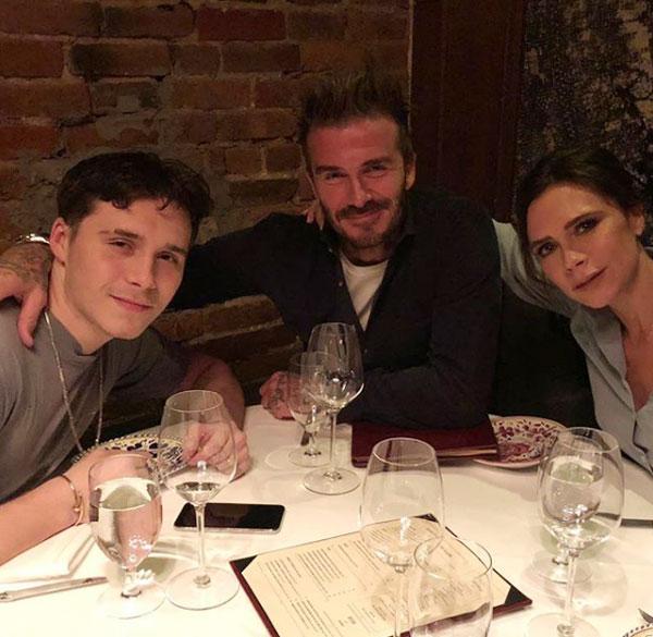 ... và ngồi cùng bố mẹ trong bữa ăn gia đình đầm ấm đồng thời không quên khẳng định rằng cả nhà yêu Brooklyn rất nhiều.