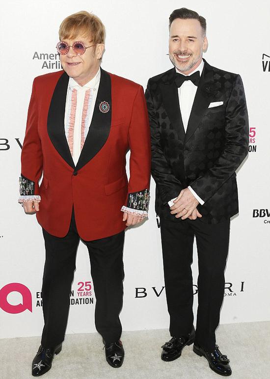 Elton và bạn đời luôn tổ chức tiệc quyên góp tiền cho quỹ từ thiện vào mỗi dịp Oscar.