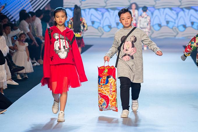 Lần đầu tiên góp mặt tại tuần lễ thời trang thiếu nhi châu Á tổ chức tại TP HCM, Hà Nhật Tiến đã mang tới bộ sưu tập với tên gọi Mod-kids.