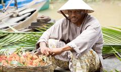 Mike Tyson hóa nông dân, bán trái cây ở chợ nổi Cái Răng
