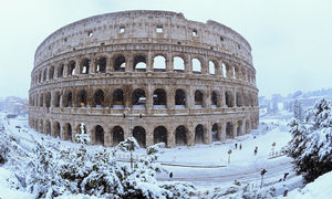 Cảnh tượng cổ tích 'xưa nay hiếm' khi Rome chìm trong tuyết