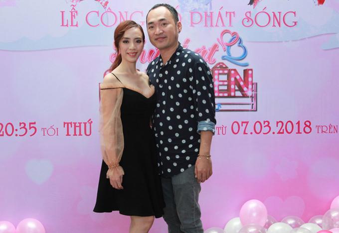 Vợ chồng Thu Trang - Tiến Luật là cặp ông Tơ, bà Nguyệt thứ hai tham gia tư vấn, giúp các thí sinh đi tìmmột nửa.