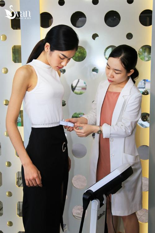 Tính chất khắc nghiệt của nghề người mẫu, nhấtlà môi trường quốc tế nên Kim Dung chú trọng kiểm tra kỹ càng chỉ số vóc dáng cơ thể.