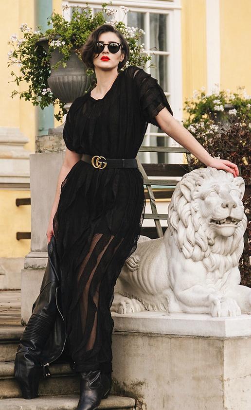 Những cô nàng yêu sự phá cách không ngại sử dụng belt Gucci khi diện các mẫu váy tôn vẻ đẹp quyến rũ và sexy.