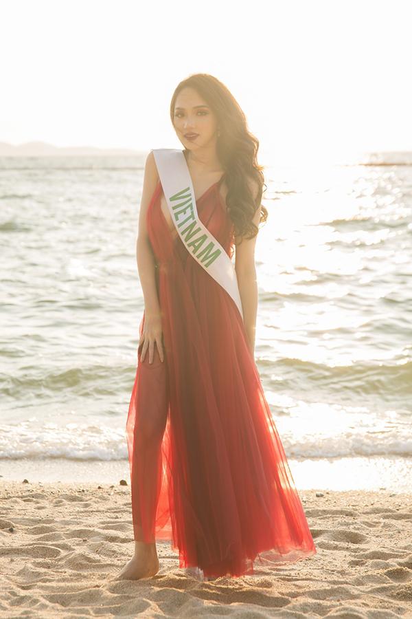 Việc thắng giải Tài năng và luôn biết cách tạo sự nổi bật đã giúp Hương Giang trở thành thí sinh được nhiều khán giả kỳ vọng trở thành tân Hoa hậu.