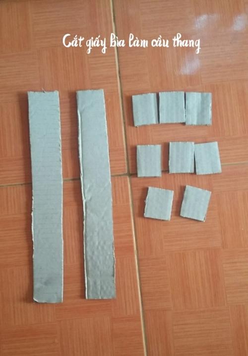 - Cầu thang: Tận dụng những miếng bìa carton thừa để làm nhé, các bạn cắt như hình (Hình 6) rồi dùng súng bắn keo dán bậc cầu thang với thanh vịn.