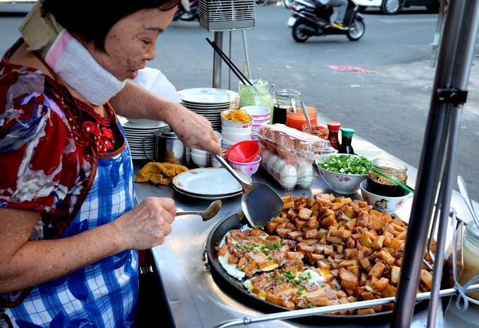 Xe bột chiên hơn 4 thập kỷ ở hẻm nhỏ Sài Gòn