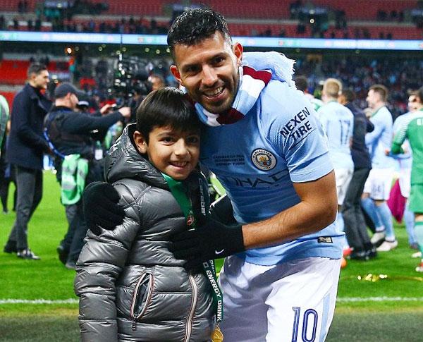 Aguero và con trai Benjamin