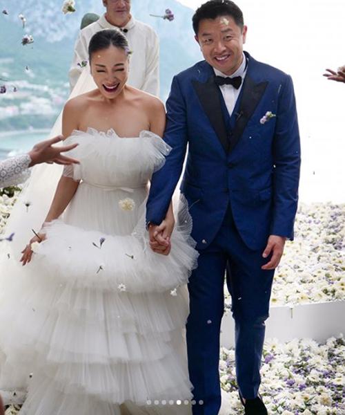 Đám cưới xa hoa nhưng cũng vô cùng lãng mạn. Vợ chồng Feiping Chang là những người đầu tiên kết hôn tại Villa Lysis. Họ được ưu tiên khi có công giúp đỡ thu hút khách du lịch địa phương.