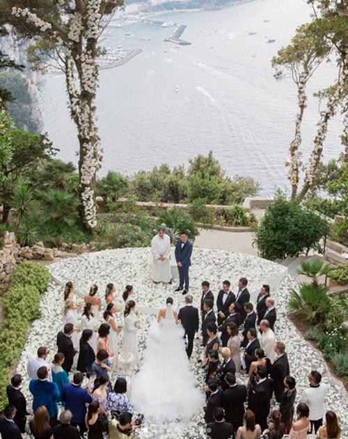 Tháng 6 năm ngoái, fashionista người Hong Kong, Feiping Chang, cùng vị hôn phu của mình, Lincoln Li, đã tổ chức một tiệc cưới xa hoa kéo dài trong ba ngày. Đôi uyên ương cùng 130 vị khách là người thân và bạn bè của họ đã có mặt tại Villa Lysis ở Capri, Italy, trọng dịp trọng đại này.