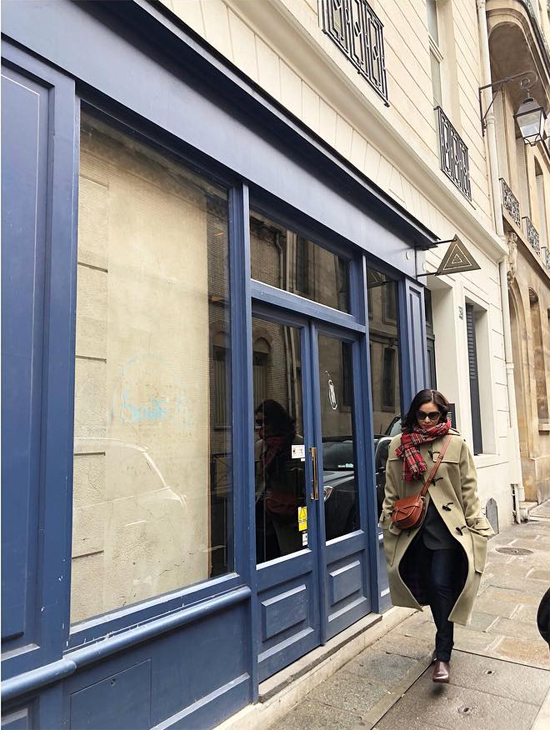 Ngoài những hình ảnh dự sự kiện, Go So Young cũng chia sẻ một số tấm hình cô dạo trên đường phố Paris...