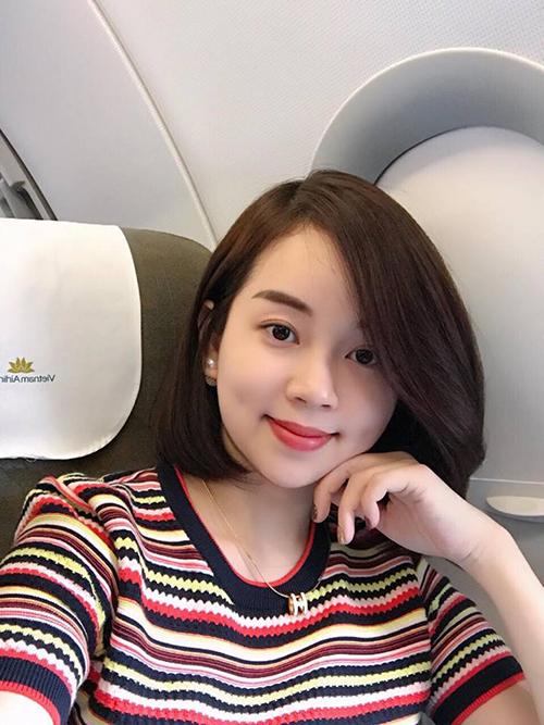 Gái một con Ly Kute ngày càng xinh đẹp, khiến người đối diện trông mòn con mắt. Sau dịp nghỉ Tết, cô lên đường sang Trung Quốc chuẩn bị cho đợt hàng mới.