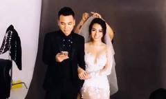 Khắc Việt hát cho vợ nghe trong lúc chụp ảnh cưới