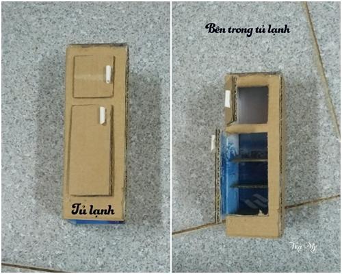 - Làm tủ lạnh (Hình 11a  11b): Bạn sử dụng một miếng bìa hộp xếp thành hình chiếc hộp đứng (xếp thành hình khoan dán cạnh nhé). Vẽ cửa ngăn đá, ngăn mát rồi dùng dao cắt giấy cắt cửa. Sử dụng ống hút sữa làm tay nắm cửa, cắt 04 miếng bìa để làm ngăn tủ lạnh. Dùng súng bắn keo dán một miếng bìa ngăn giữa ngăn mát và ngăn đá (dán theo hình chữ U  bắn keo cạnh dính với cửa, cạnh bên hông trái, cạnh phía sau), tiếp tục dán 03 miếng bìa cho ngăn mát (bắn keo cạnh bên hông trái và cạnh phía sau). Dán các ngăn xong bây giờ các bạn có thể dán cạnh tủ lạnh. Mở cửa tủ lạnh ra bắn keo các ngăn tủ lạnh dính vào cạnh bên phải tủ lạnh để các ngăn chắc chắn hơn.