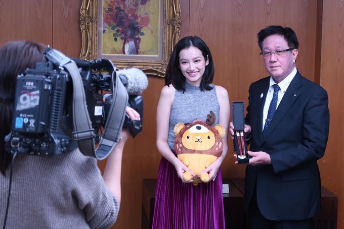 Nhận biểu tượng linh vật của Hokkaido từ Ngài Yasuhiro Tsuji