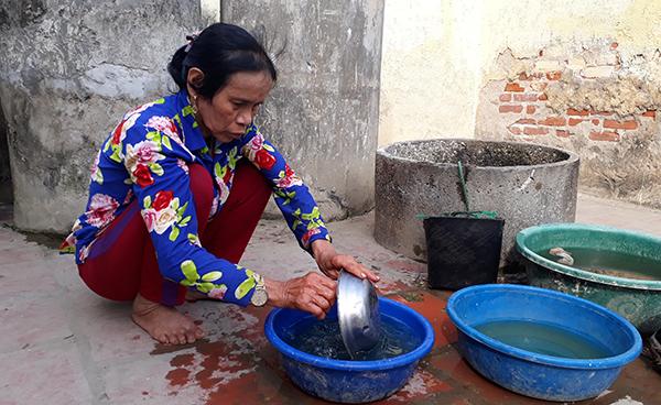 Bà Huệ bảo mấy đêm nay không chợp mắt vì lo cho đứa con duy nhất - Châu Việt Cường vừa bị bắt. Ảnh: Lam Sơn.
