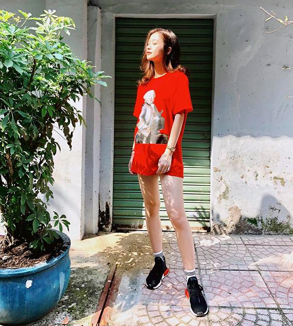 Từ những bước tiến mới trong làng giải trí Việt, nàng hot girl cũng dần thay đổi phong cách để hướng tới hình ảnh trẻ trung và không kém phần gợi cảm.