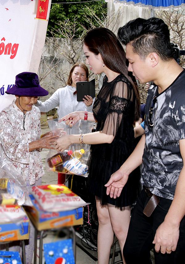 Lâm Vũ khá kín tiếng về chuyện tình cảm. Anh chưa tiết lộ thời điểm sẽ chính thức tổ chức hôn lễ với vợ Việt kiều.