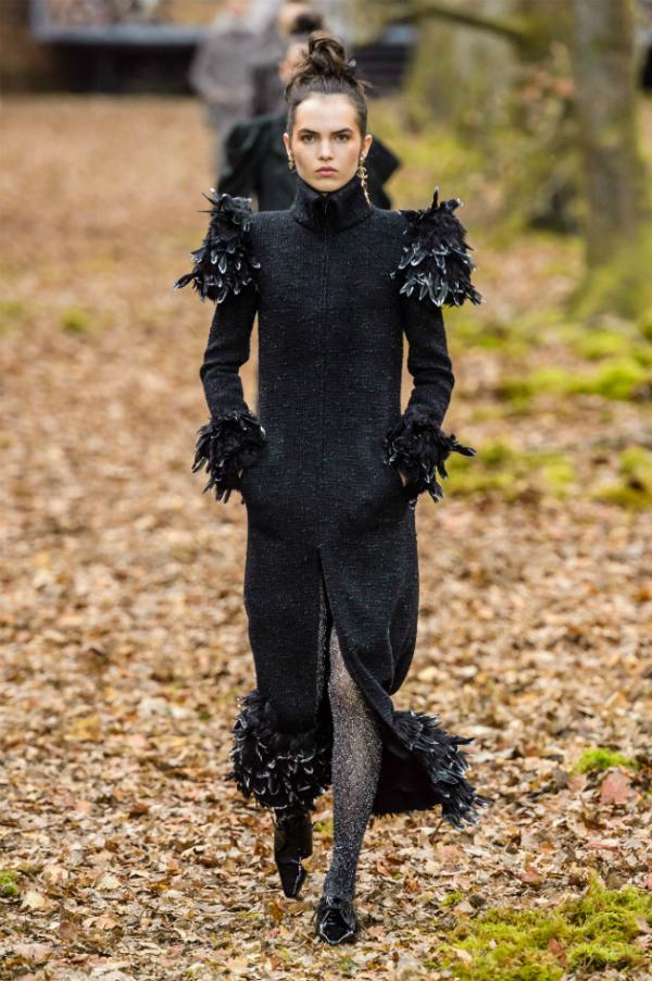 Người mẫu của Chanel sải bước trong khu rừng mùa thu - 2