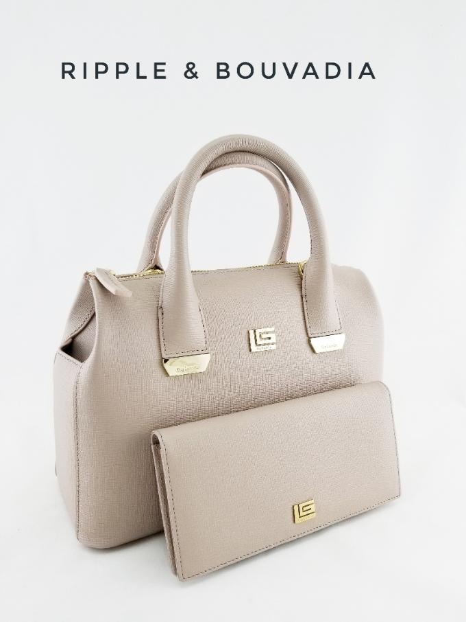 Đa dạng với những kiểu dáng phong phú, cổ điển hoặc thời thượng nhưng kiểu dáng phổ biến nhất của Guy Laroche là những mẫu túi với form dáng cứng cáp và thiết kế hiện đại, phù hợp với các cô nàng công sở. Bộ sưu tập túi Ripple cùng bộ sưu tập ví Bouvadia với màu kem nhẹ nhàng nhưng không kém phần thanh lịch, sang trọng.