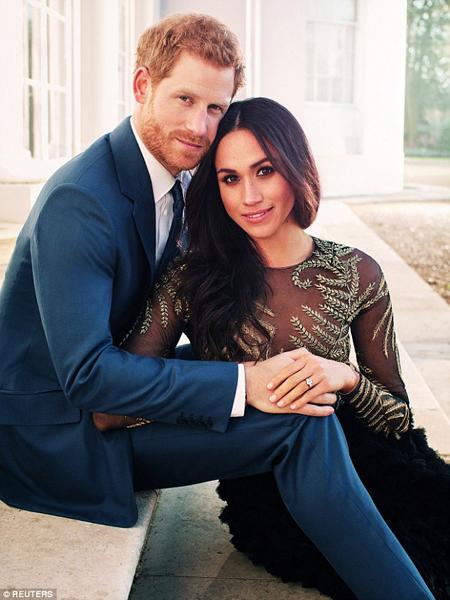 Một trong số những bức ảnh đính hôn của Harry và hôn thê hồi năm ngoái. Ảnh: Reuters
