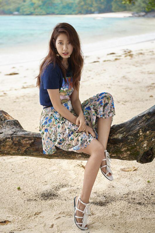 Park Shin Hye trên tạp chí thời trang số mới.