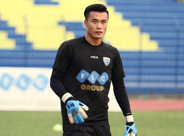 Bùi Tiến Dũng mất vị trí chính thức sau sai sót ở trận đấu gặp Yangon United. Ảnh: Instagram.