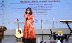 Bé gái 12 tuổi hát 102 ngôn ngữ trong suốt buổi hòa nhạc kéo dài 6 tiếng