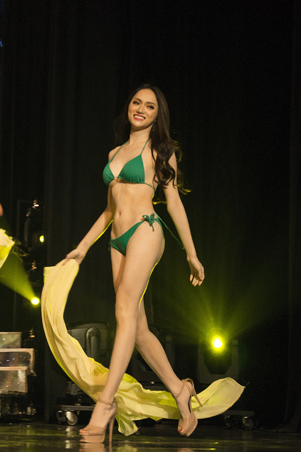 28 thí sinh Hoa hậu Chuyển giới Quốc tế 2018 thi Bikini tối 7/3. Hương Giang - thí sinh Việt Nam - xuất hiện cuối cùng.