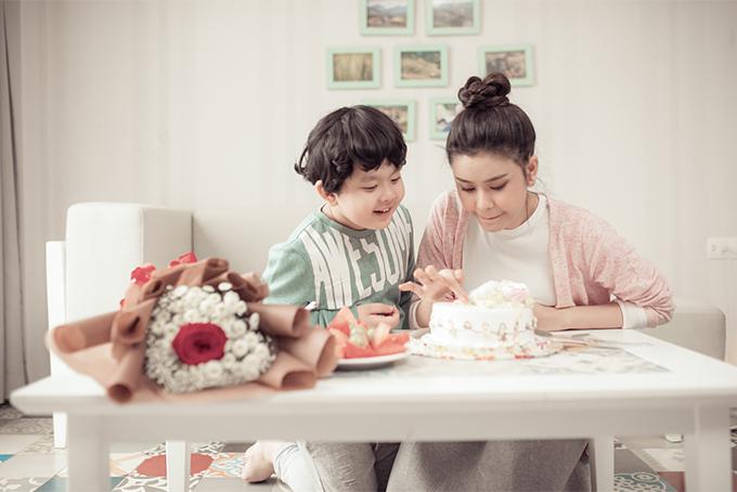 Đời thường đáng yêu của mẹ con Trương Quỳnh Anh