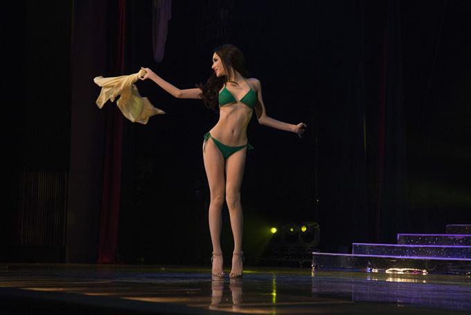 Nữ ca sĩ catwalk điêu luyện không thua đại diện của Việt Nam tại các cuộc thi Hoa hậu Hoàn vũ, Hoa hậu Thế giới