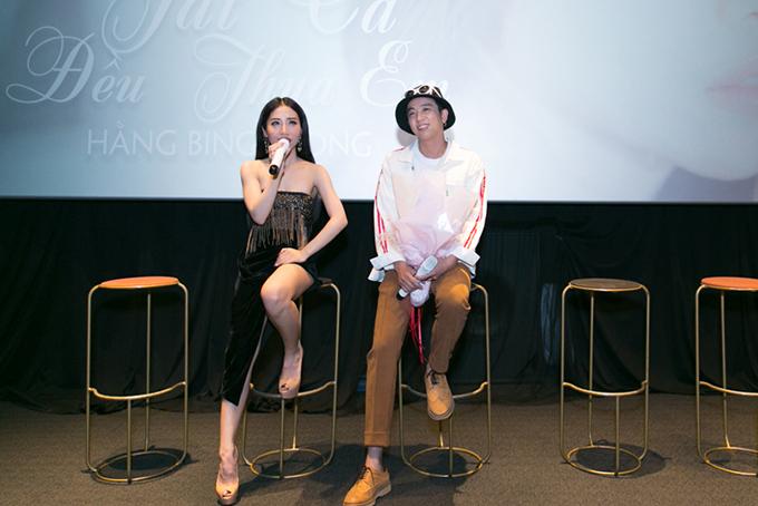 Lý Tuấn Kiệt - thành viên HKT - là tác giả ca khúc mà Hằng BingBoong hát lần này. Nữ ca sĩ nói đây là cơ duyên. Hôm qua họ cũng lần đầu gặp nhau ngoài đời.