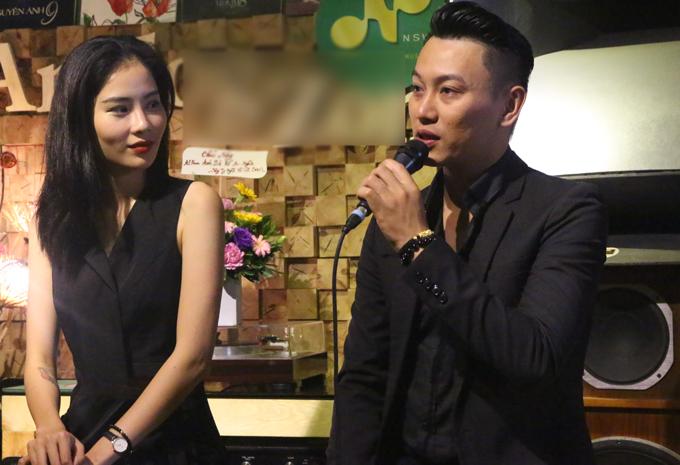 Ca sĩPhúc Lâm chia sẻ, sản phẩm mới của anh gồm 8 ca khúc theo phong cách pop ballad do nhạc sĩ Yên Lam hòa âm, phối khí. Trong đó, bài hátAnh đã nhận ra do chính Phúc Lâm sáng tác, nhạc sĩ Hoài Phúc thể hiện.