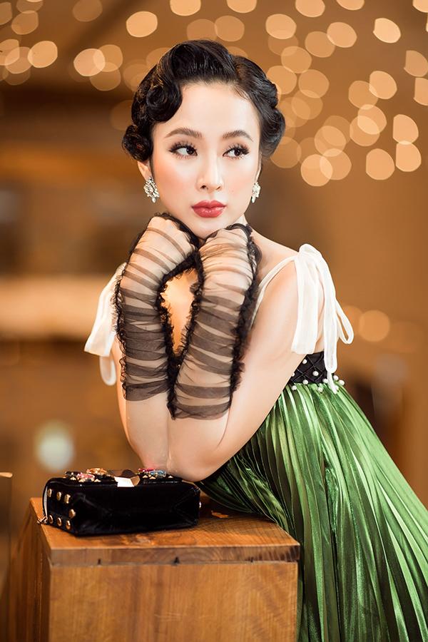 Phong cách trang điểm mới với đường kẻ chân mày ấn tượng cũng được chuyên gia trang điểm áp dụng cho người đẹp.