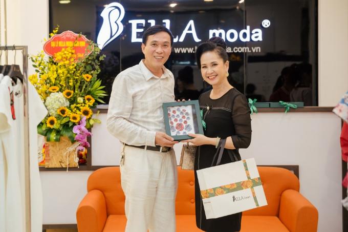 NSND Lan Hương, NSƯT Đỗ Kỷ, sánh đôi tại sự kiện khai trương của Bella Moda - 9