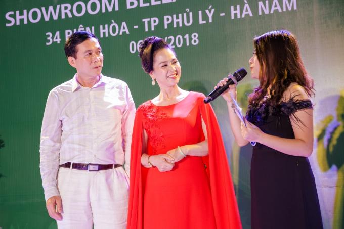 NSND Lan Hương, NSƯT Đỗ Kỷ, sánh đôi tại sự kiện khai trương của Bella Moda - 1