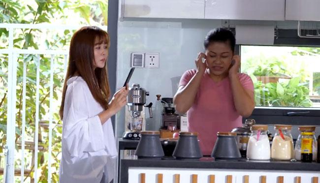 Ngày hôm đó, Thủy Ribi bắt đầu đảm nhận công việc bếp núc của mẹ. Chính điều đó khiến cô nàng 9xhiểu rõ mẹ đã phải vất vả như thế nào để chăm sóc cho cô và gia đình bao năm qua.