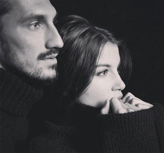 Thủ quân Fiorentina sống hạnh phúc bên bạn gái hơn hai tuổi trước khi bất ngờ ra đi vì trụy tim hôm 4/3. Ảnh: Instagram.