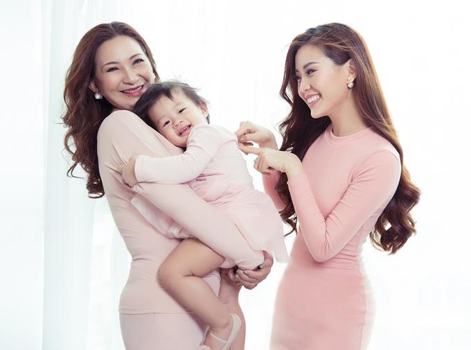 Từ khi làm mẹ, Diễm Trang mới thực sự thấu hiểu những hy sinh, vất vả mẹ đã trải qua để nuôi nấng cô nên người.